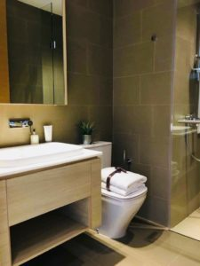 Foreigner Jiawei W's bathroom in Condo which was purchased with a top Property Agent from Propseller