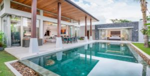 Seamless spaces from living area to the pool